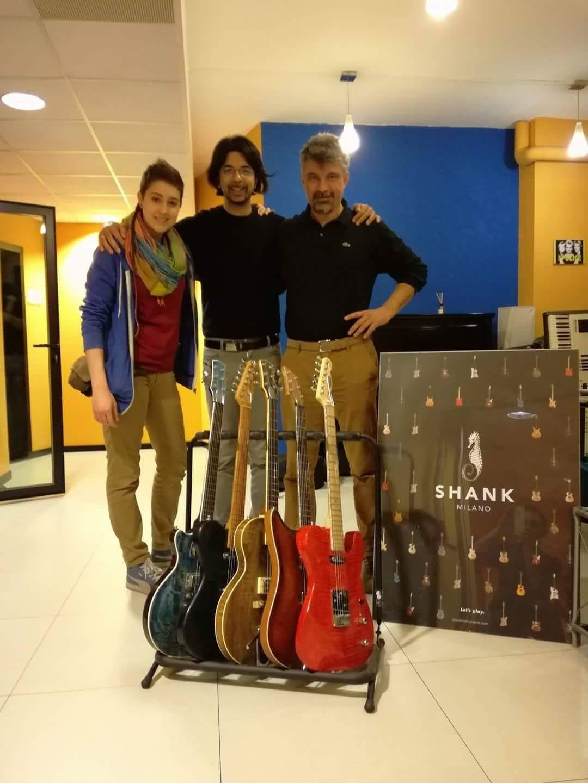 Collaborazione con Bluescore Studio | Shank Instruments Milano: chitarre elettriche, bassi elettrici, batterie a doghe orizzontali | Strumenti costruiti artigianalmente a mano