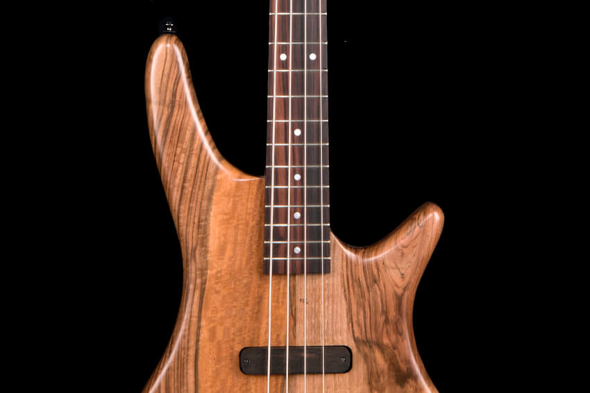 luthier-electric-bass-walnut